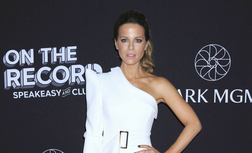 Kate Beckinsale o como triunfar con dos looks totalmente opuestos