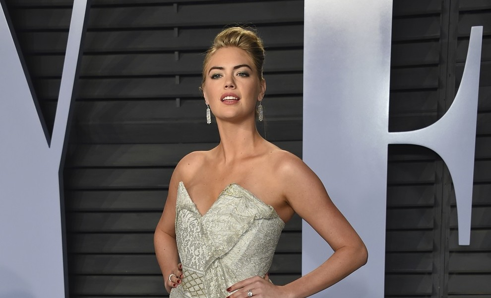 Kate Upton confirma su embarazo con un impecable y sexy look
