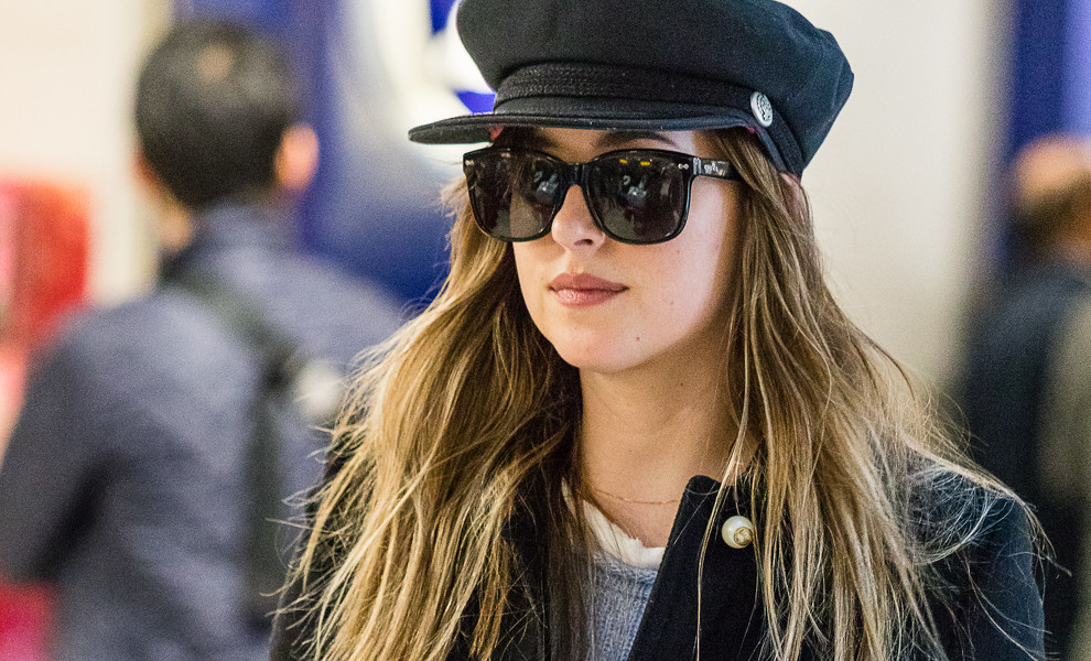 Dakota Johnson y su perfecto 'airport style'