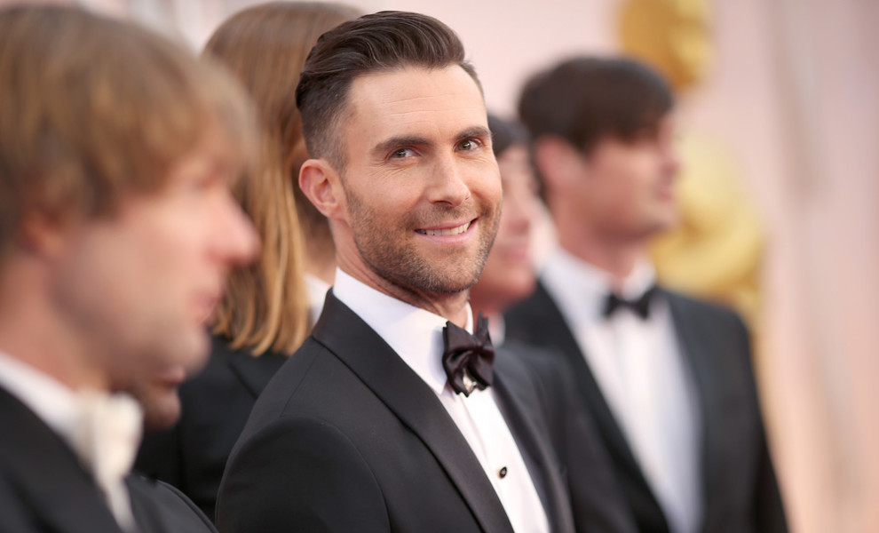 Adam Levine no sabe si actuar en el Super Bowl o no